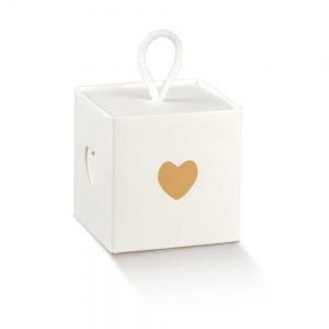 Cubo em cartão branco com recorte coração