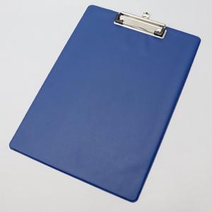 Prancheta para A4 revestida a PVC. Cor: azul.